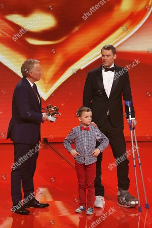 Johannes B. Kerner, child Fredrik and Winner of the Golden Heart Manuel Neuer