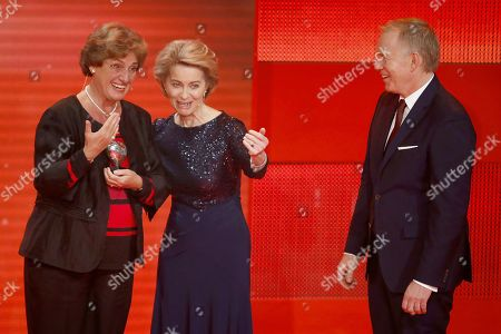 Speedwell Award recipient Ursula Beier, Ursula of der Leyen and Johannes B. Kerner