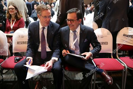 U.S. Trade Representative Robert Lighthizer, left, talks to Mexico's Secretary of Economy Ildefonso Guajardo Villarreal at the eleventh Ministerial Conference of the World Trade Organization in Buenos Aires, Argentina