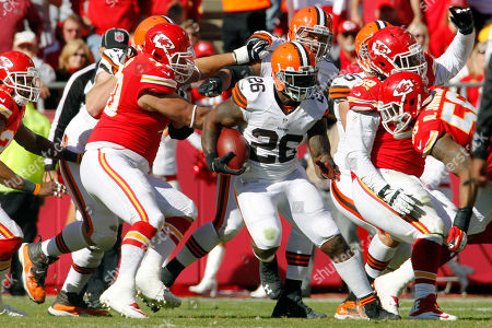 Cleveland Browns running back Willis McGahee (26) runs against the Kansas City Chiefs during an NFL football game at Arrowhead Stadium in Kansas City, Mo