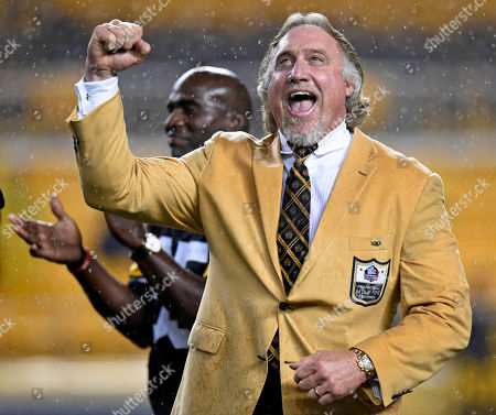 Pro Football Hall of Fame class of 2016 inductee and former Pittsburgh Steelers linebacker Kevin Greene, right, acknowledges the crowd as he is joined by Steelers teammate Greg Lloyd, rear left, during a half-time ceremony to present him with his Hall of Fame ring during a football game between the Pittsburgh Steelers and the Kansas City Chiefs in Pittsburgh