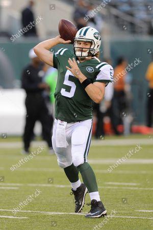 New York Jets quarterback Matt Flynn (5) warms up before a preseason NFL football game against the Philadelphia Eagles in East Rutherford, N.J