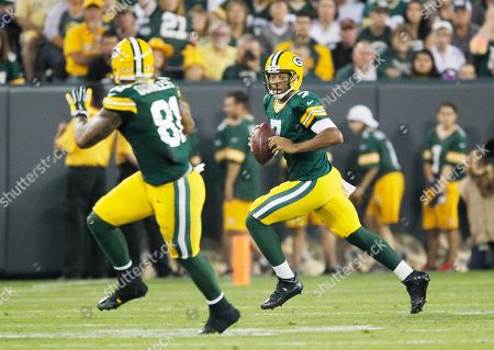 Stock Picture of Green Bay Packers' Brett Hundley looks to pass to Andrew Quarless (81) during the first half of an NFL football game, in Green Bay, Wis