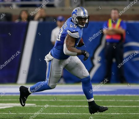Detroit Lions tight end Andrew Quarless (49) carries the ball against the Buffalo Bills during the second half of NFL preseason football game, in Detroit
