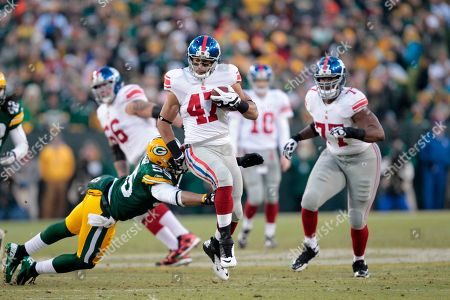 New York Giants tight end Travis Beckum (47) breaks away from Green Bay Packers inside linebacker Desmond Bishop (55) during the first the first half of an NFL divisional playoff football game, in Green Bay, Wis
