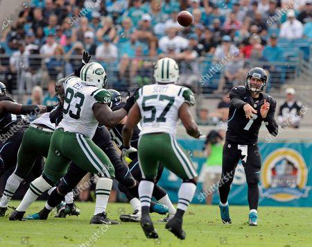 Chad Henne, Bart Scott, Kenrick Ellis. Jacksonville Jaguars quarterback Chad Henne (7) throws a pass over New York Jets inside linebacker Bart Scott (57) and Kenrick Ellis (93) during the first half of an NFL football game, in Jacksonville, Fla