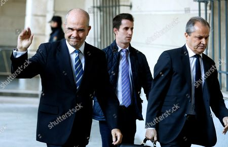 Former Andalusia's regional government president Manuel Chaves (L) arrives at Provincial Court in Seville, Spain, 13 December 2017. Grinan is to testify as a suspect in the case of a regional employment regulation scandal so called ERE case. The court investigates the alleged plot for the illegal concession of public funds by means of fake labour force adjustment plans.