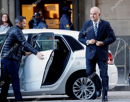 Former Andalusia's regional government president Manuel Chaves (R) arrives at Provincial Court in Seville, Spain, 13 December 2017. Grinan is to testify as a suspect in the case of a regional employment regulation scandal so called ERE case. The court investigates the alleged plot for the illegal concession of public funds by means of fake labour force adjustment plans.
