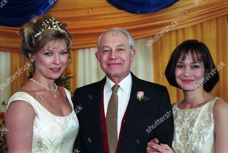 Ep 2357 Thursday 7th May 1998  It's the day of the big wedding for Steve and Kim - With Kim Marchant, as played by Claire King ; John Kenyon, as played by Alan Rothwell ; Zoe Tate, as played by Leah Bracknell