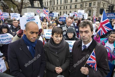 Chuka Umunna MP (L), Caroline Lucas MP (C) and Tom Brake MP (R) join a rally in support of Amendment 7 to the EU Withdrawal Bill.