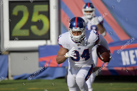 Roger Lewis. New York Giants running back Shane Vereen (34) warms up before an NFL football game against the Dallas Cowboys, in East Rutherford, N.J