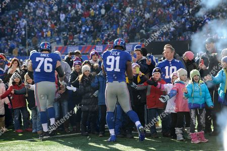 New York Giants' Chris Snee and Justin Tuck greet fans from Newtown, Ct. before an NFL football game in East Rutherford, N.J
