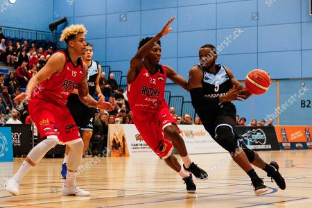 Tony Hicks (5) of the Surrey Scorchers with Eric Robertson of the Leicester Riders defending