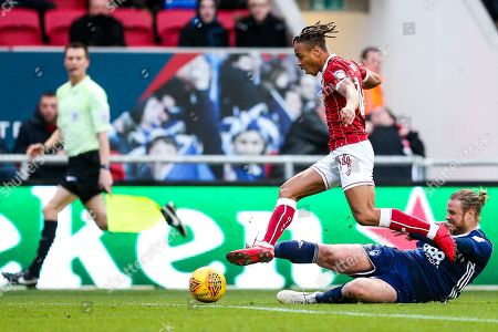 Bobby Reid of Bristol City is challenged by Matthew Mills of Nottingham Forest