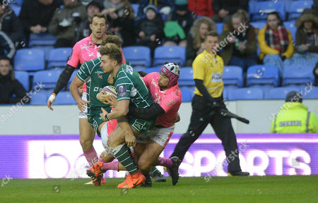 Ben Ransom of London Irish is held in the tackle during the European Rugby Challenge Cup Pool 4 match between London Irish and Stade Francais Paris at Madejski Stadium on December 16th 2017 in Reading, Berkshire, England. (Photo by Gareth Davies/PPAUK)