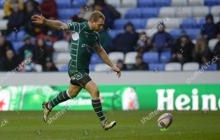 Greig Tonks of London Irish kicks a penalty kick during the European Rugby Challenge Cup Pool 4 match between London Irish and Stade Francais Paris at Madejski Stadium on December 16th 2017 in Reading, Berkshire, England. (Photo by Gareth Davies/PPAUK)