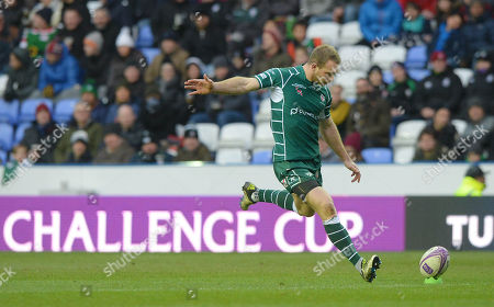 Greig Tonks of London Irish kicks the conversion during the European Rugby Challenge Cup Pool 4 match between London Irish and Stade Francais Paris at Madejski Stadium on December 16th 2017 in Reading, Berkshire, England. (Photo by Gareth Davies/PPAUK)