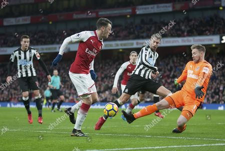 Rob Elliot of Newcastle United saves a shot from Mesut Özil of Arsenal, English Premier League, Arsenal v Newcastle United, Emirates Stadium, London, United Kingdom, 16th December 2017