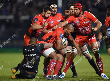JP Pietersen of RC Toulon is tackled by Aled Brew of Bath Rugby