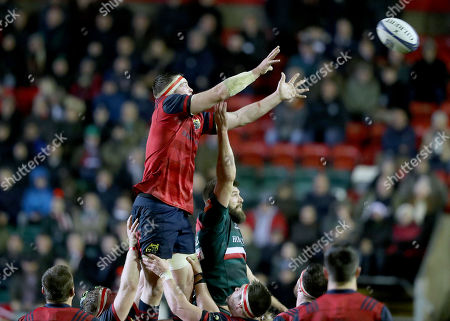 Leicester Tigers vs Munster. Munster's Peter O'Mahony wins a line out ahead of Michael Fitzgerald of Leicester