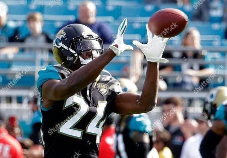 Jacksonville Jaguars running back T.J. Yeldon (24) warms up before an NFL  football game ... e005b6d8e