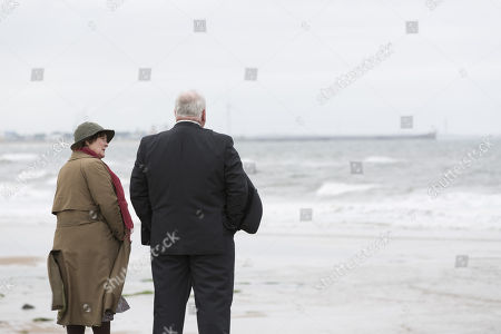 Stock Photo of (Ep 1) - Brenda Blethyn as DCI Vera Stanhope and Ron Donachie as Jesse Hennings.
