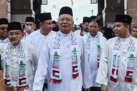 Malaysia Prime Minister Najib Tun Razak (C) arrived at Solidarity Save Baitulmaqdis (Jerusalem) outside Kuala Lumpur.