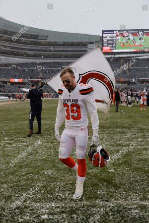 Cleveland Browns defensive back Justin Currie (39) walks off the field after an NFL football game against the Chicago Bears in Chicago