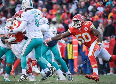 Justin Houston, Jay Cutler. Kansas City Chiefs outside linebacker Justin Houston (50) can't get to Miami Dolphins quarterback Jay Cutler (6) in time during the second half of an NFL football game in Kansas City, Mo
