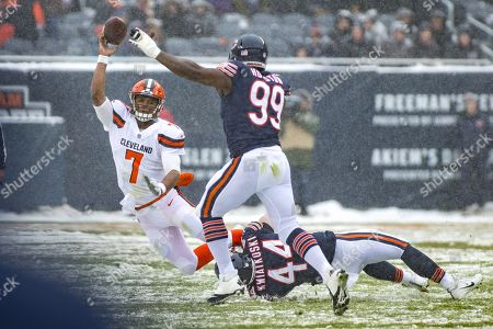 Chicago, Illinois, U.S. - Bears #44 Nick Kwiatkoski and #99 Lamarr Houston pressure Browns Quarterback #7 DeShone Kizer during the NFL Game between the Cleveland Browns and Chicago Bears at Soldier Field in Chicago, IL. Photographer: Mike Wulf