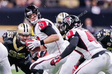 Atlanta Falcons quarterback Matt Ryan (2) hands off to fullback Derrick Coleman (40) at the Mercedes-Benz Superdome in New Orleans, LA. New Orleans Saints defeated Atlanta Falcons 23-13
