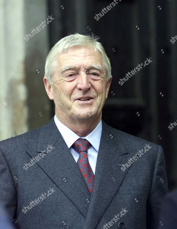 Stock Picture of Stars Attending The Service Of Thanksgiving At Westminster Abbey In London Celebrating The Life Of Comic Sir Harry Secombe Friday October 26 2001. The Goon Show Legend Who Died In April From Cancer At The Age Of 79 Will Be Remembered By Family And Friends At The Event. The Prince Of Wales Was Among The Goons' Most Prominent Fans And Led The Tributes Following His Death. Sir Harry Was Also Known For His Fine Tenor Singing Voice Which He Used To Great Effect On The Religious Tv Programmes He Presented Such As Highway And Songs Of Praise. He Had Battled Against Ill-health For Many Years Suffering From Diabetes Prostate Cancer And Then A Stroke.picture By Colin Davey 26.10.01. Michael Parkinson Picture Jeremy Selwyn
