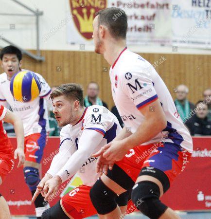 Germany - Bestensee  - 28.12.2017  / Volleyball - Brandenburg - 1. Bundesliga - Herren  2017/2018 / Netzhoppers SOLWO Koenigspark KW (gruen) - United Volleys Rheinmain (ws) /  Robert Adrian Aciobanitei (United Volleys #6), Moritz Karlitzek (United Volleys #13)