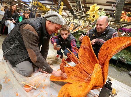 Ty Pennington, Ryker Cruze, Tyler Cruze. TV personality Ty Pennington, left, and Miracle-Gro's float riders Ryker Cruze, center, and Tyler Cruze, help volunteers decorate the company's 2018 Rose Parade float at Fiesta Parade Floats on in Irwindale, Calif