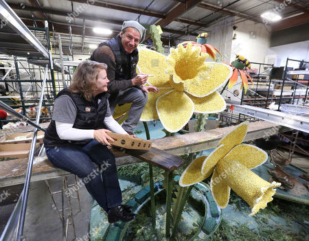 Mary Kimball, Ty Pennington. TV personality Ty Pennington, right, and Miracle-Gro's float rider Mary Kimball, left, help volunteers decorate the company's 2018 Rose Parade float at Fiesta Parade Floats on in Irwindale, Calif