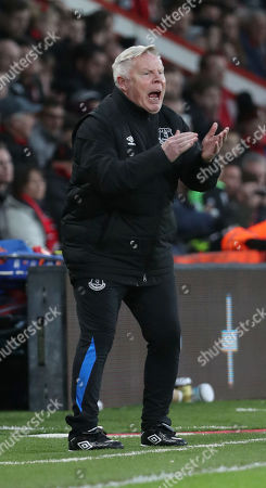 Sammy Lee Assistant manager of Everton encourages the team during the Premier League match between Bournemouth v Everton, played at Vitality Stadium, Bournemouth, United Kingdom on 30 Dec 2017