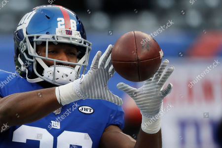 New York Giants running back Paul Perkins (28) warms up before an NFL football game against the Washington Redskins, in East Rutherford, N.J
