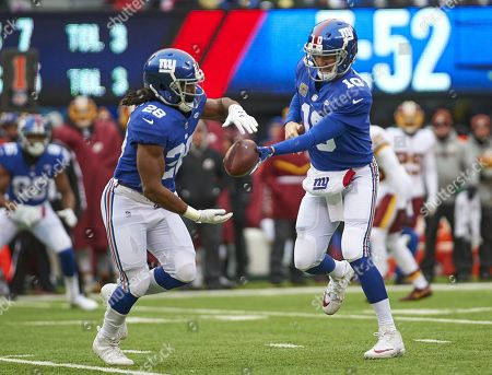 East Rutherford, New Jersey, U.S. - New York Giants quarterback Eli Manning (10) hands off to New York Giants running back Paul Perkins (28) in the first half during NFL action between the Washington Redskins and the New York Giants at MetLife Stadium in East Rutherford, New Jersey