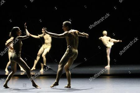 Contemporary ballet Tree of Codes comes to Sydney Festival 2018, a unique collaboration between choreographer Wayne McGregor, artist Olafur Eliasson and musician Jamie xx.