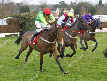 Buywise and Leighton Aspell [near] win the 32Red Veterans Handicap Chase at Sandown for trainer Evan Williams.