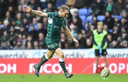 Greig Tonks of London Irish with a penalty kick during the Aviva Premiership Rugby match between London Irish v Newcastle Falcons on December 30th 2017 at Madejski Stadium, Reading, Berkshire England. (Photo by Gareth Davies/PPAUK)