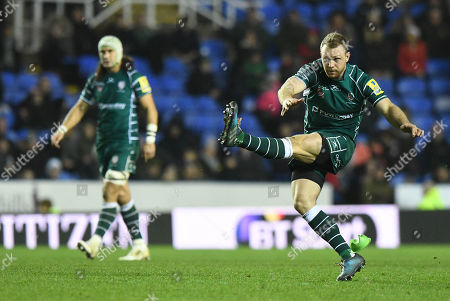 Greig Tonks of London Irish watches his penalty kick sale through the posts during the Aviva Premiership Rugby match between London Irish v Newcastle Falcons on December 30th 2017 at Madejski Stadium, Reading, Berkshire England. (Photo by Gareth Davies/PPAUK)