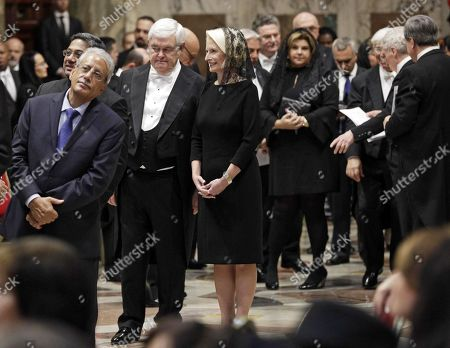 US Ambassador to the Holy See Callista Gingrich (C) and her husband Newt Gingrich (C-L) stand in a line to meet Pope Francis during an audience with diplomats accredited to the Holy See for the traditional exchange of New Year greeting, in the Regia hall at the Vatican, 08 January 2018.