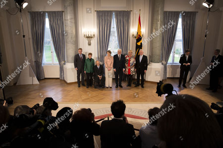 The Vice Presidents of the German Parliament, Thomas Oppermann (L), Petra Pau (2-L), Claudia Roth (2-R) and Wolfgang Kubicki (R) pose for a group picture with German President Frank-Walter Steinmeier (3-R), his wife Elke Buedenbender (C) and Wolfgang Schaeuble (3-L), President of the German Parliament during the New Year reception hosted by the German President and his wife at the Bellevue Palace, the German presidents' official residence, in Berlin, Germany, 09 January 2018.