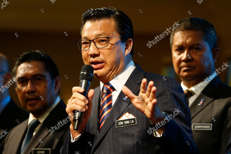 Malaysian Minister of Transport, Liow Tiong Lai, center, speaks during the signing ceremony of the MH370 missing plane search operations between Malaysian government and Ocean Infinity Limited in Putrajaya, Malaysia