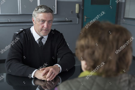 Vincent Regan as Michael Glenn.