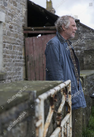 Christopher Fairbank as Robert Naresby.