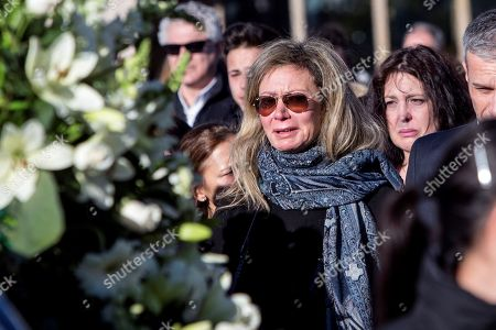 Diana Lopez-Pinel (C) the mother of Spanish woman Diana Quer, cries during her funeral in Madrid, 11 January 2018. Diana Quer went missing on 22 August 2016. The arrested suspect confessed killing Diana Quer and took the Civil Guard agents to the place he had hidden the body.