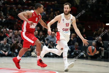 Cska Moscow guard Sergio Rodriguez (R) drives up to the basket against  \Armani Exchange Milano point guard Andrew Goudelock during the Euroleague basketball match Armani Exchange Milano vs Cska Moscow at Assago Forum, Milan, Italy, 11 January  2018.