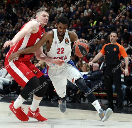 Cska Moscow guard Sergio Rodriguez  (R) drives up to the basket against Armani Exchange Milano point guard Andrew Goudelock  during the Euroleague basketball match Armani Exchange Milano vs Cska Moscow at Assago Forum, Milan, Italy, 11 January  2018.
